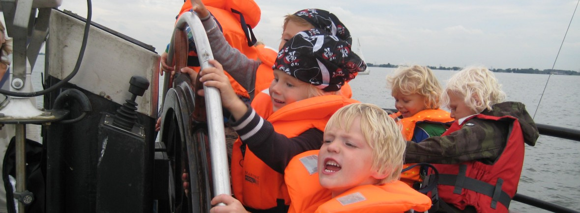 explore dutch sailing history during a school excursion or outing to medieval castle muiderslot or fortress island pampus