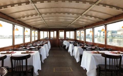 Interieur van Salonboot Elvira Rederij Navigo