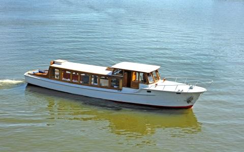Salonboot Amber vaart voor kleine gezelschappen Rederij Navigo