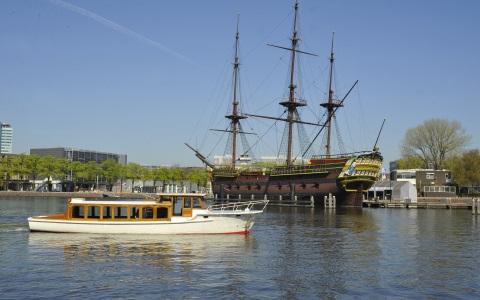 Salonboot Amber voor VOC Schip de Amsterdam Scheepvaartmuseum Rederij Navigo
