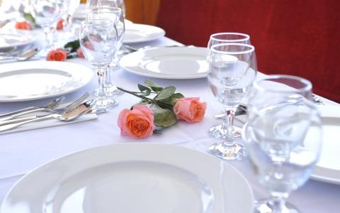 Catering foto van een gedekte diner tafel aan boord van boot Rederij Navigo