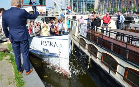 Salonboot Elvira wordt gedoopt feestelijke dag Amsterdam IJburg Rederij Navigo