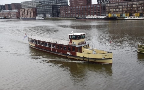 Saloon boat Elvira sailes in Amsterdam waters perfect for business and personal events Rederij Navigo